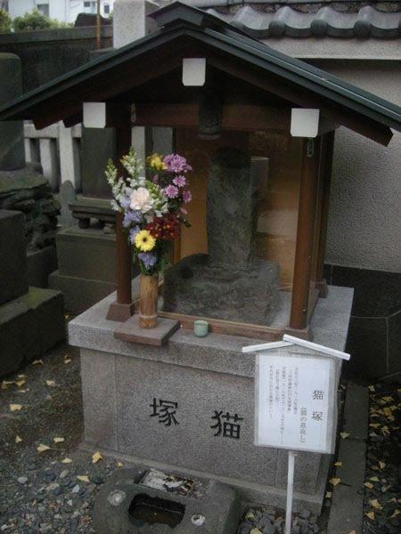 ④明暦の大火 回向院猫塚.jpg