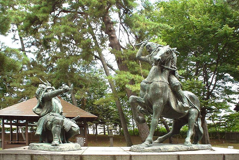 〇信玄・謙信の銅像2.jpg