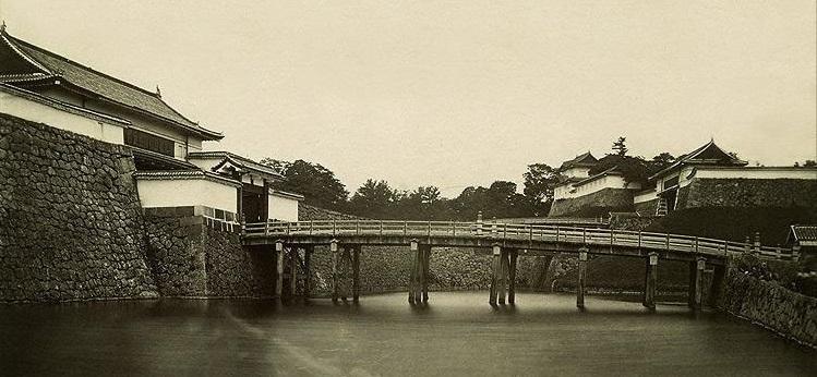 西の丸大手橋2トリ.jpg